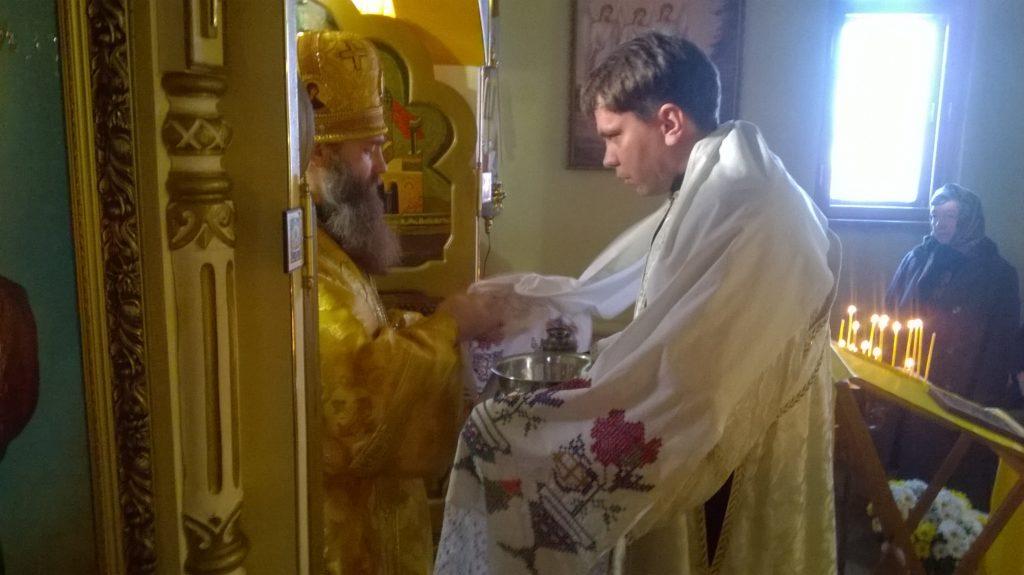 4. Иподиакон Михаил во время херувимской песни.