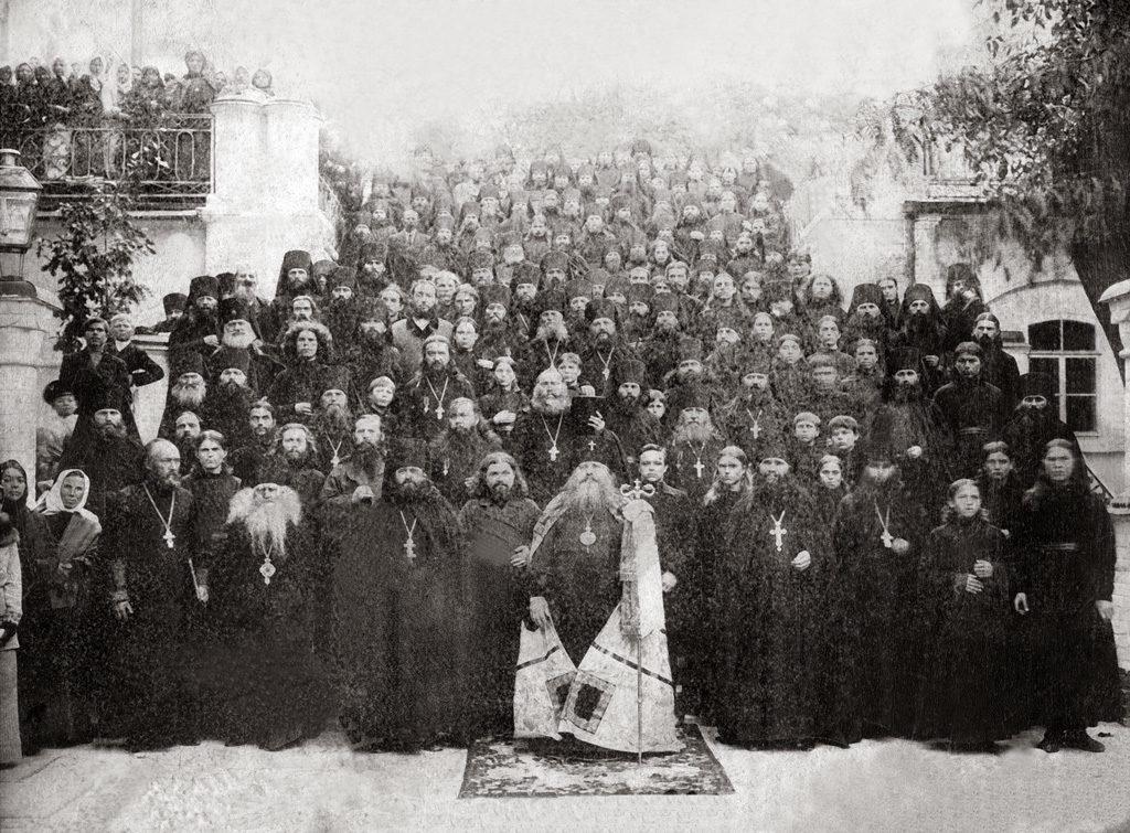 Архиеп. Антоний с братией Святогорской пустыни